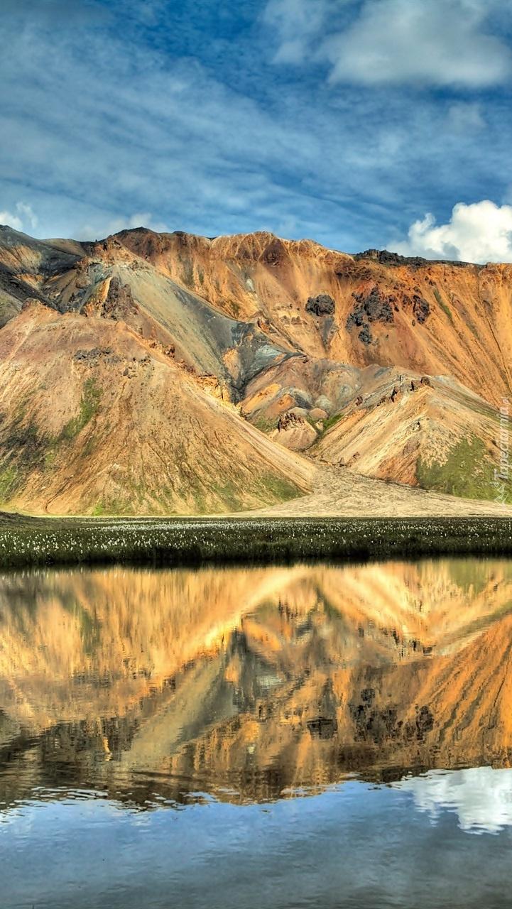 Góry odbite w jeziorze