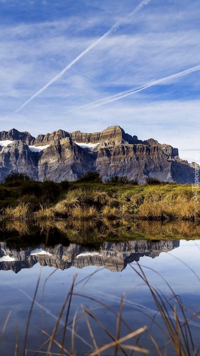 Góry odbite w rzece