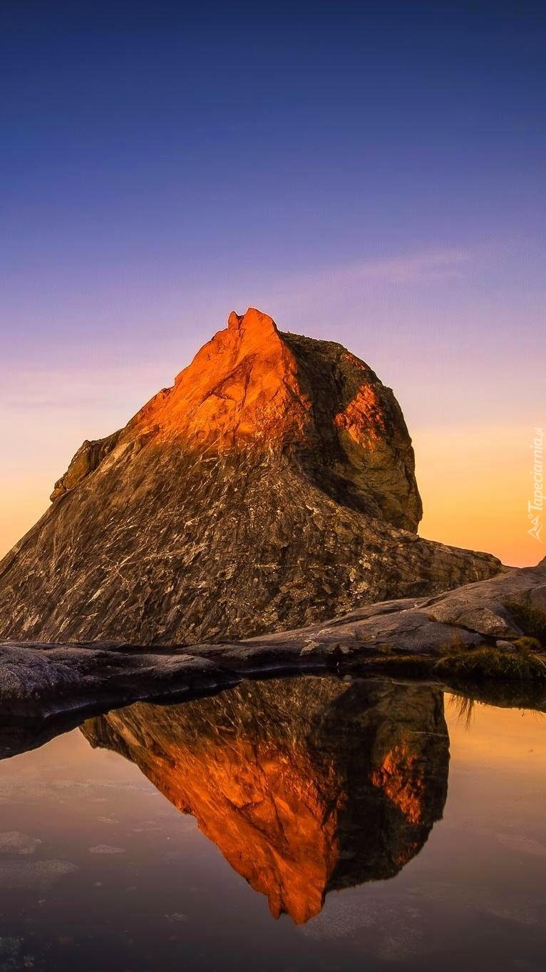 Góry w lustrze wody