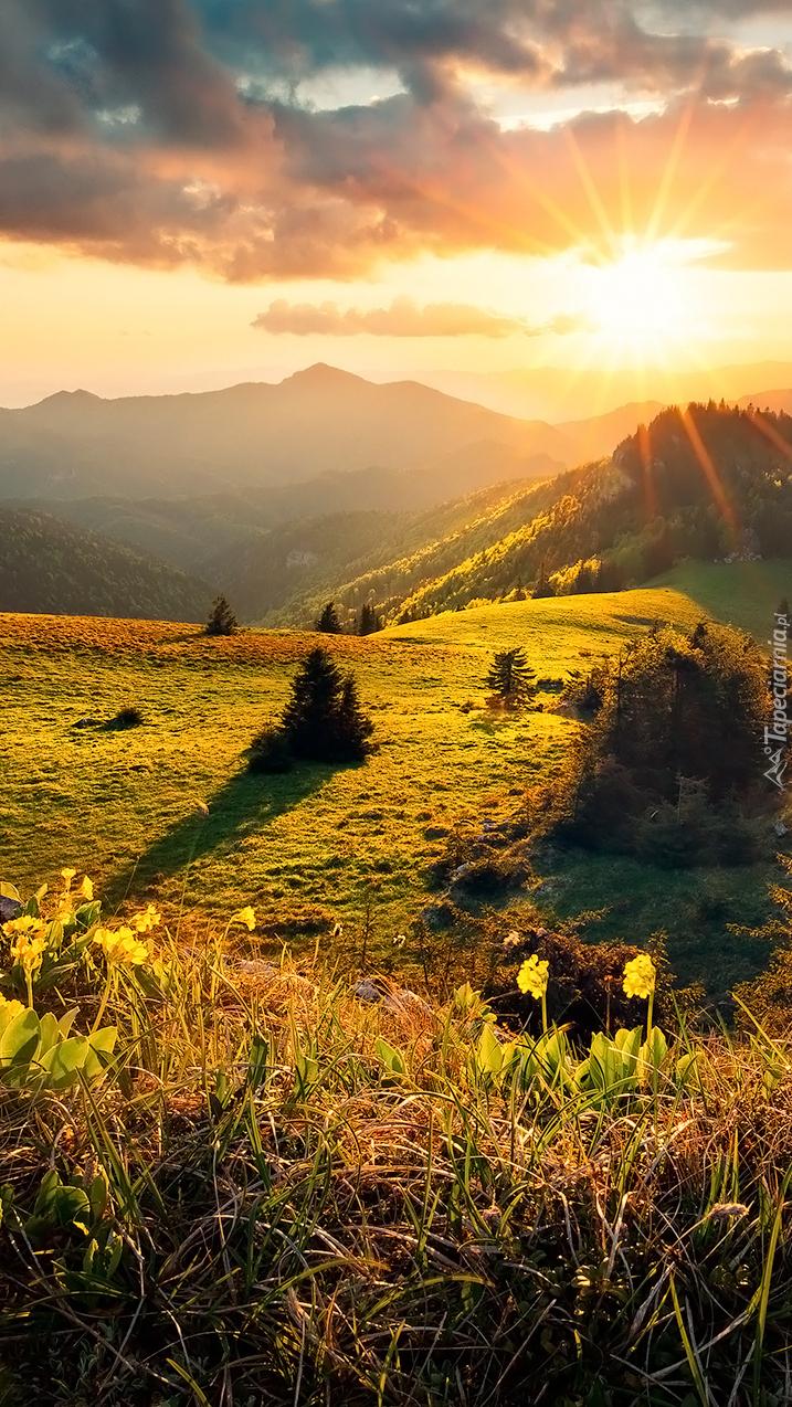 Góry w promieniach słońca