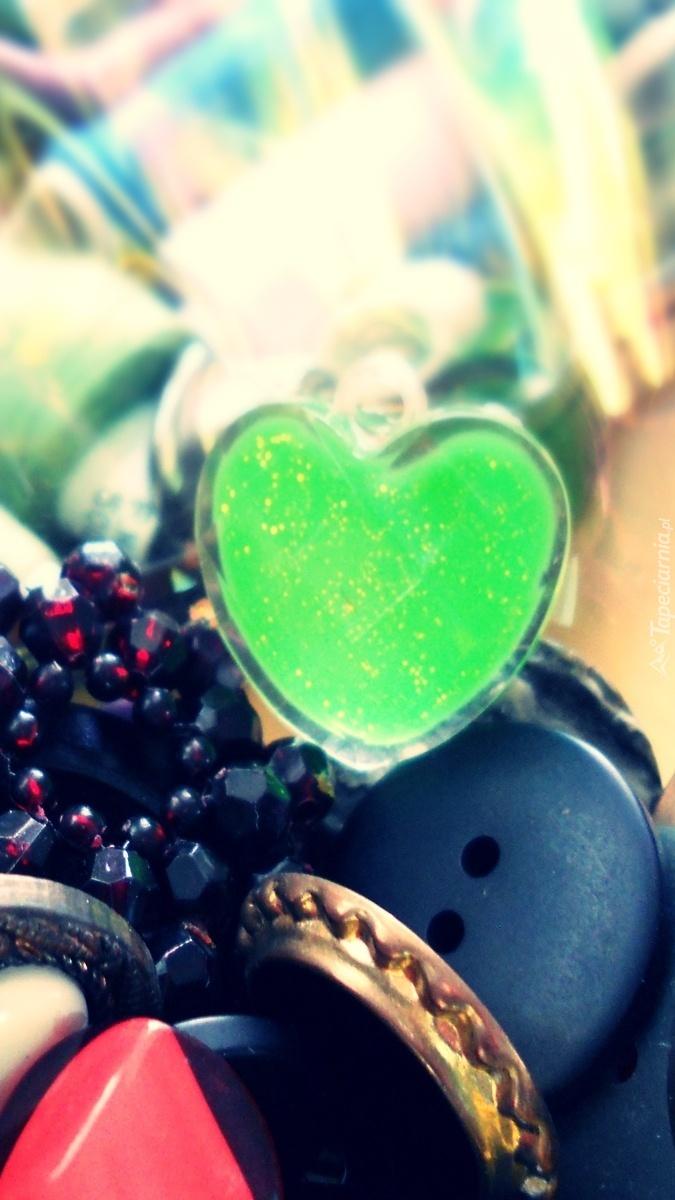 Guziki i zielone serce