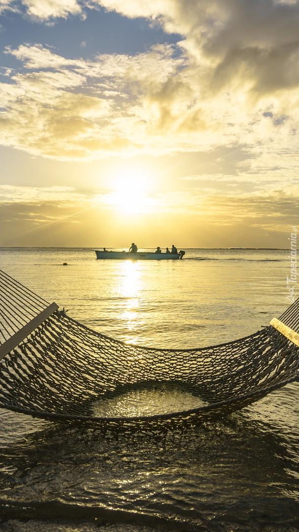 Hamak zanurzony w morzu