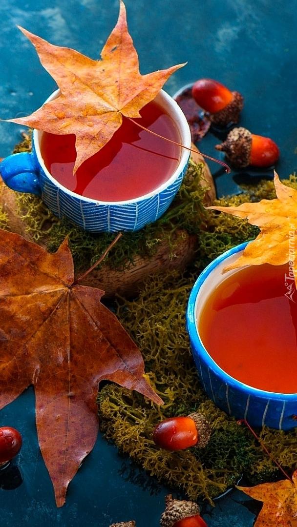Herbata w niebieskich filiżankach