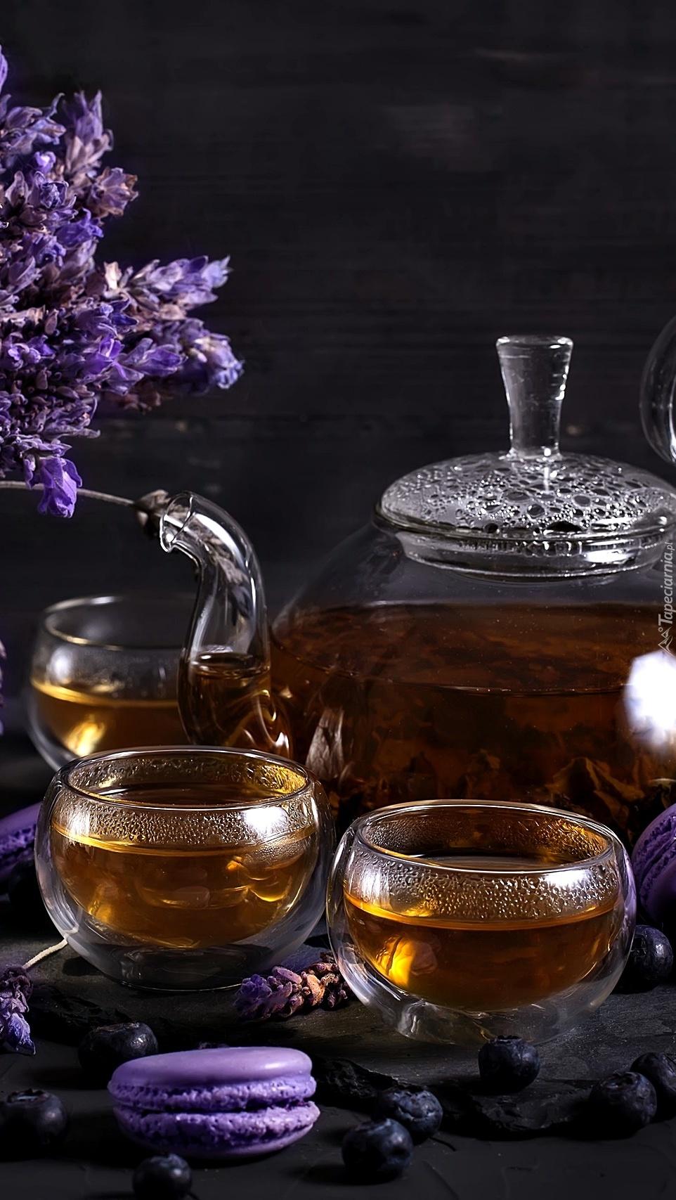 Herbata w szklanym czajniku