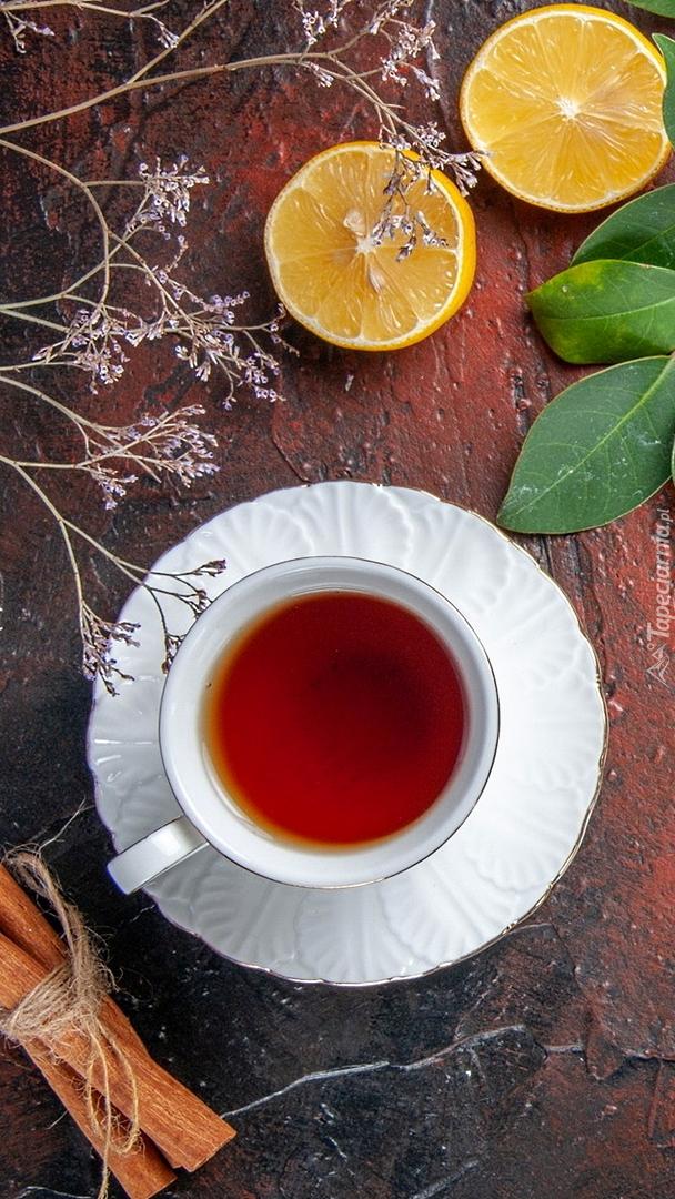 Herbata z cynamonem i cytryną