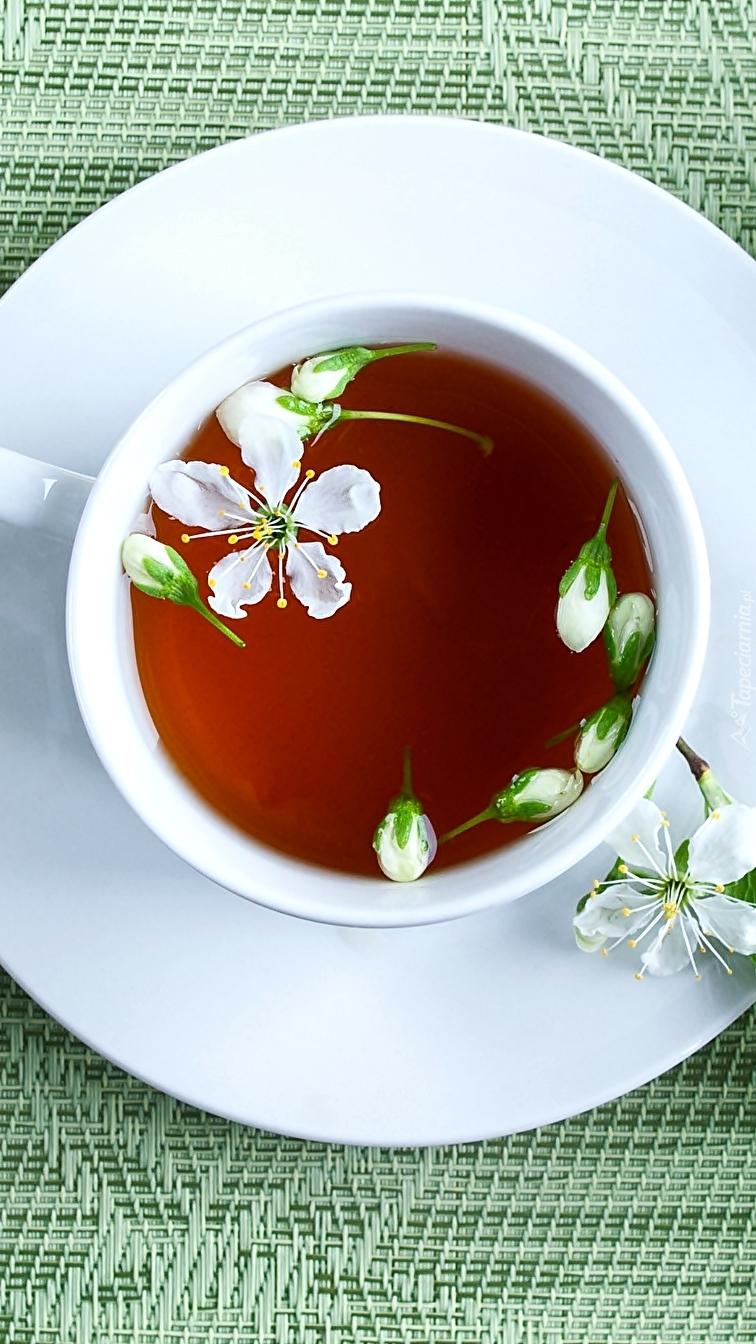 Herbata z kwiatkami lipy