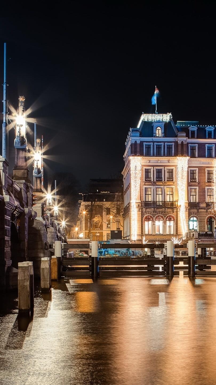 Hotel nocą w Amsterdamie