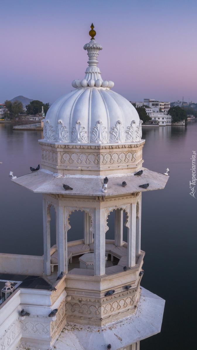 Hotel Taj Lake Palace nad jeziorem Pichola