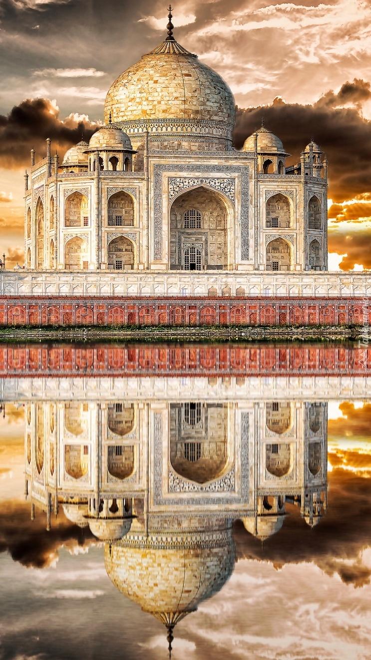 Indyjskie mauzoleum Tadź Mahal w Agrze