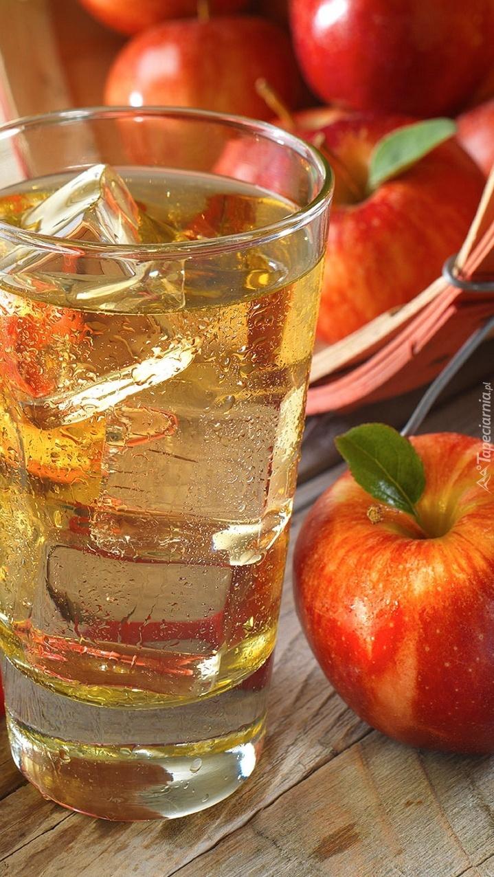 Jabłka i szklanka soku