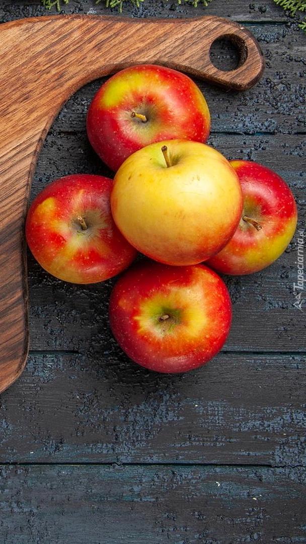 Jabłka na deskach