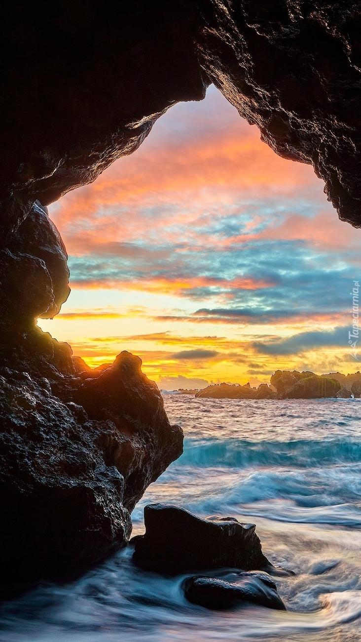 Jaskinia nad morzem