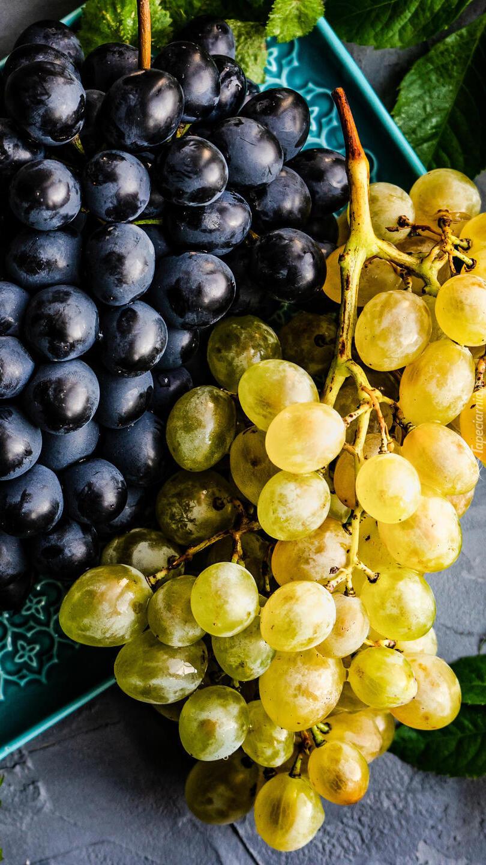 Jasne i ciemne kiście winogron