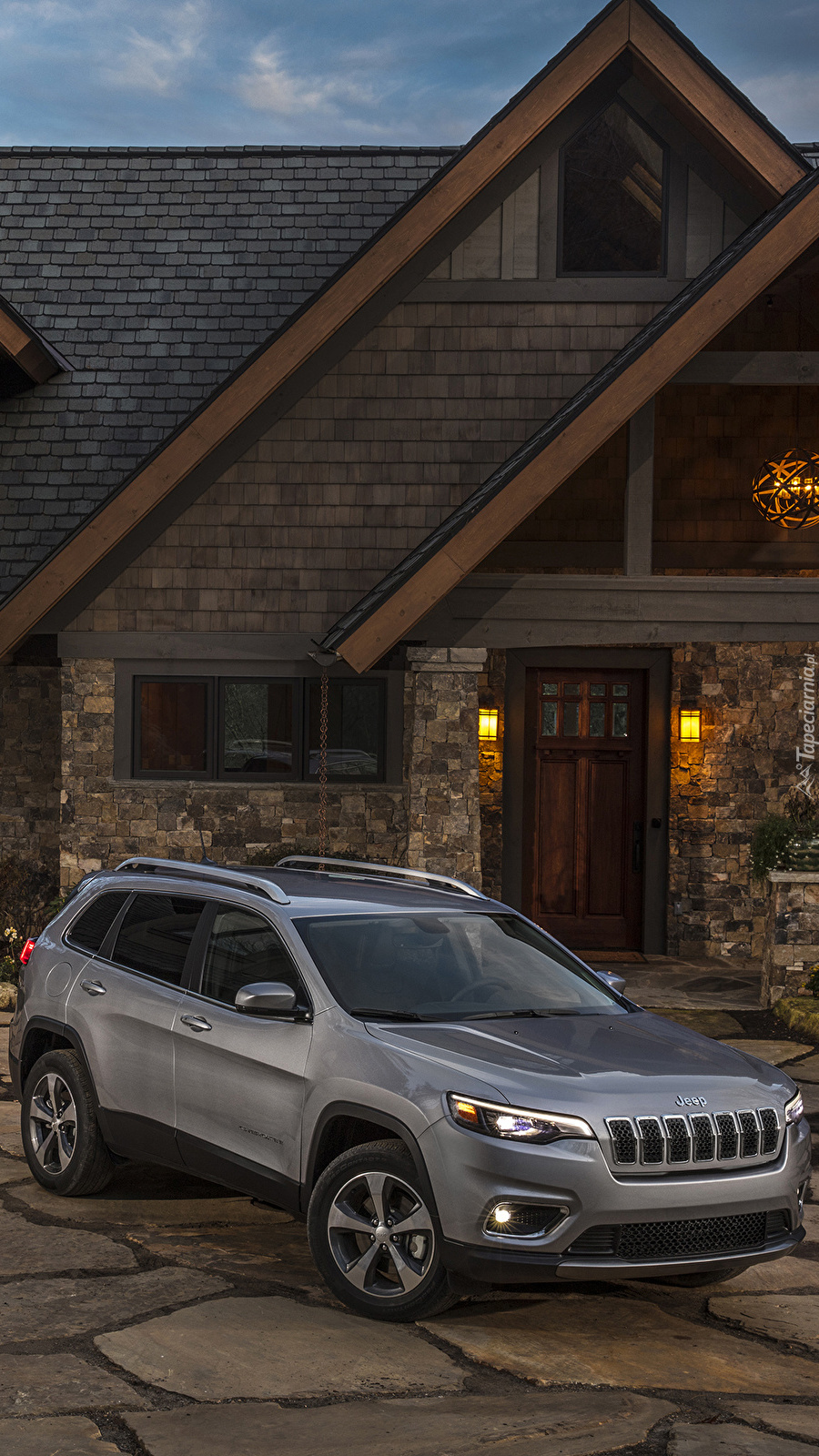 Jeep Cherokee Limited Grey przed domem