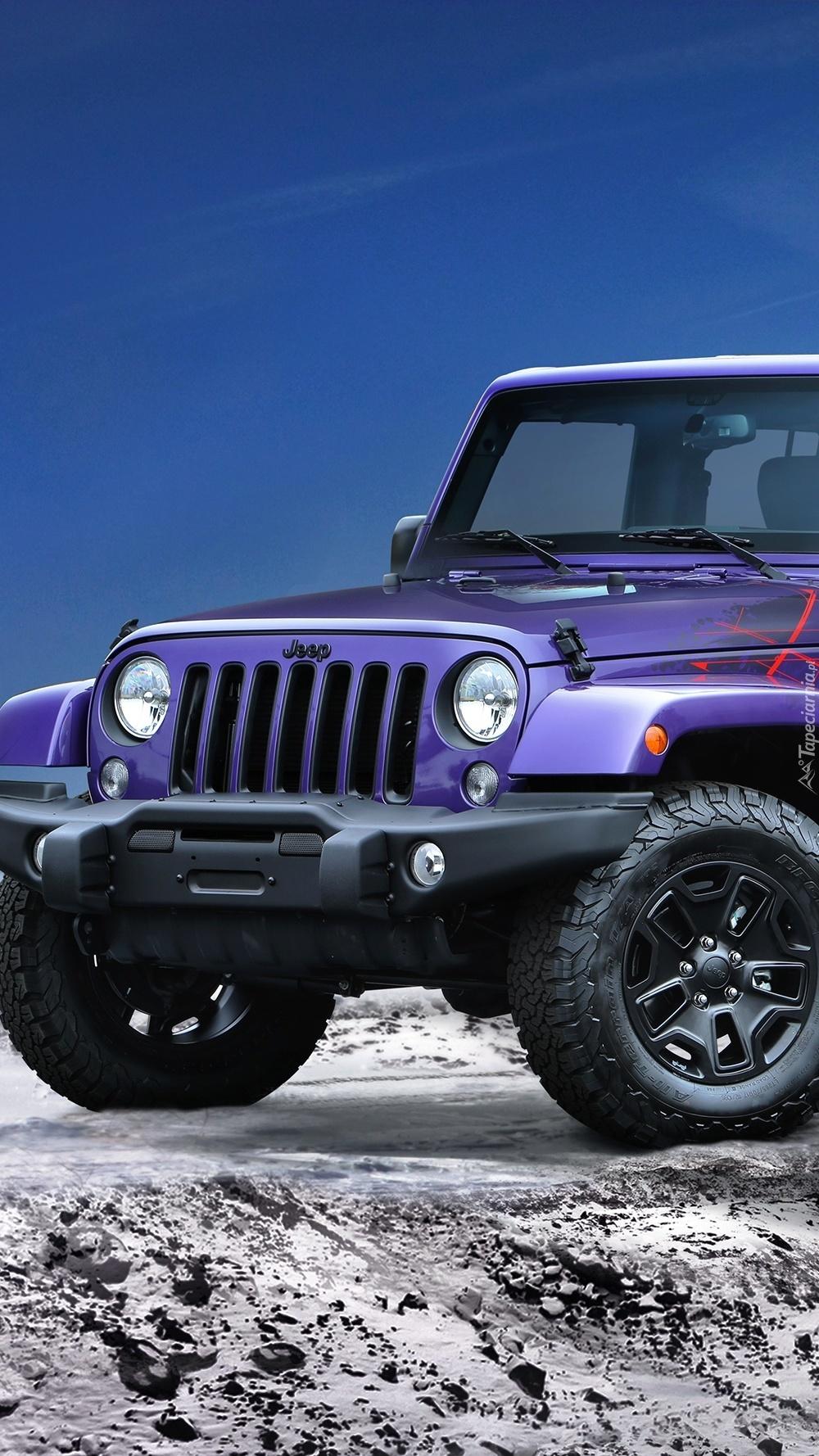 Jeep na ośnieżonej drodze