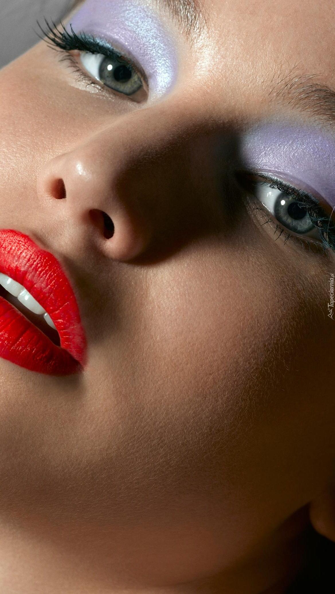 Jennifer Lawrence z ostrym makijażem