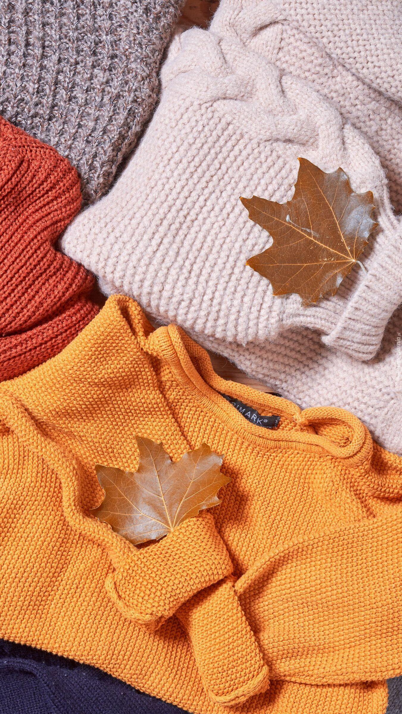 Jesienne liście na swetrach