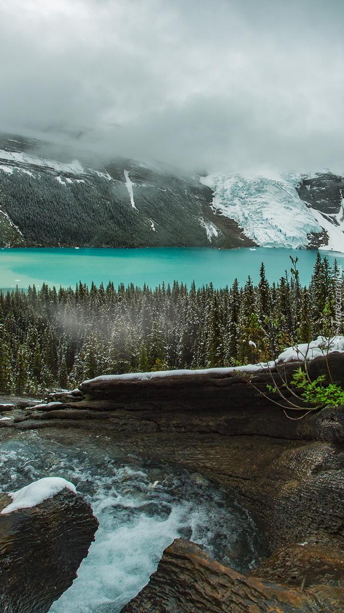 Jezioro Berg Lake w paśmie górskim Canadian Rockies