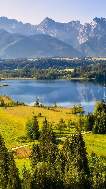 Jezioro Eibsee i góry Karwendel w Bawarii