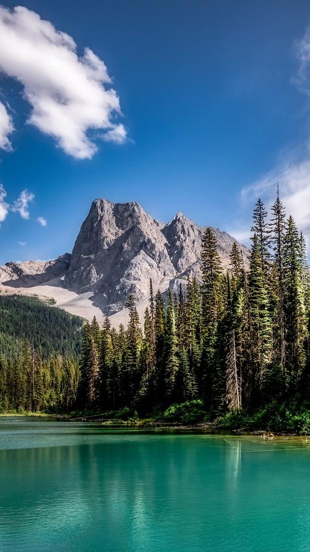 Jezioro Emerald Lake na tle gór