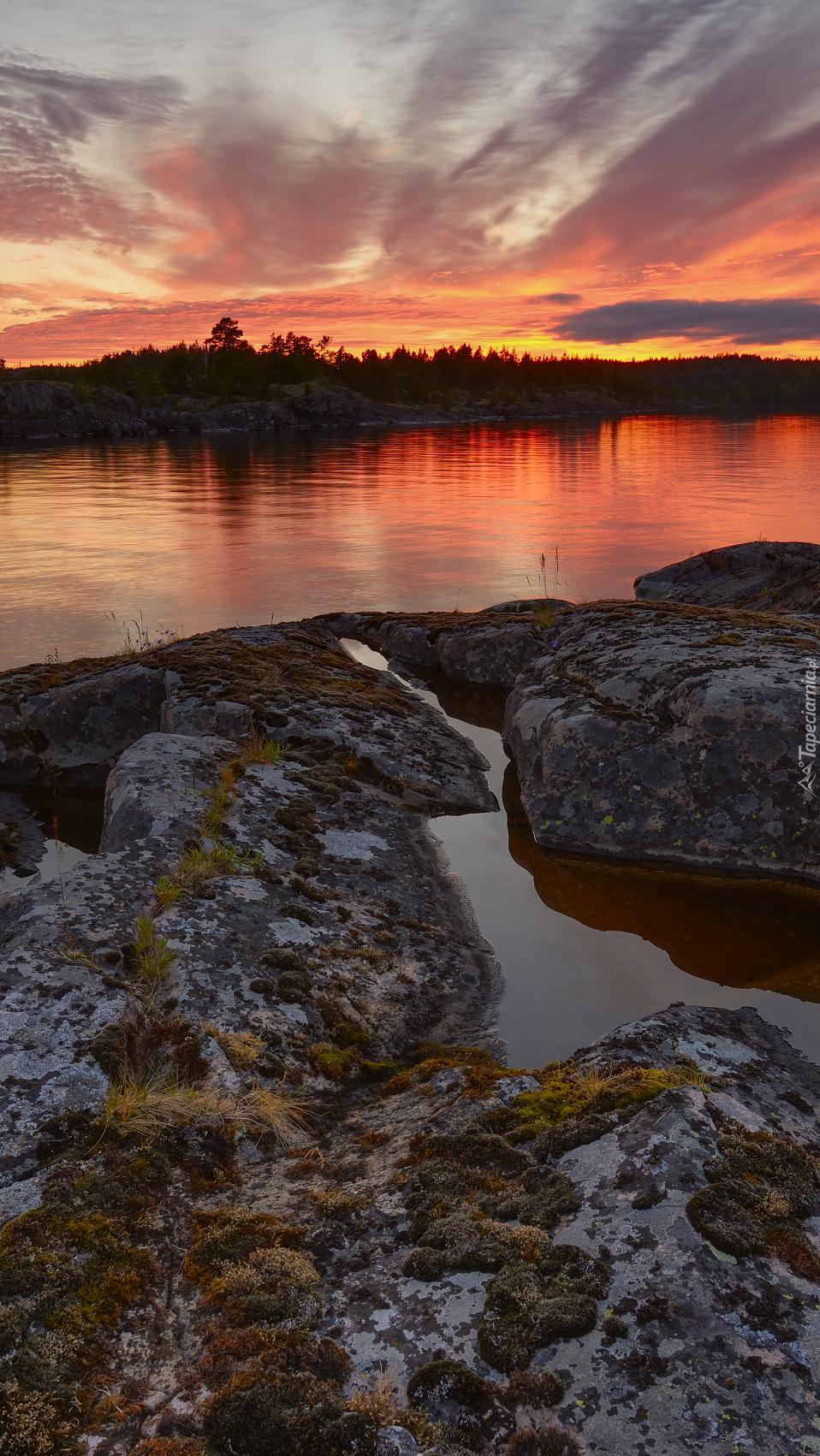 Jezioro Ładoga o zachodzie słońca