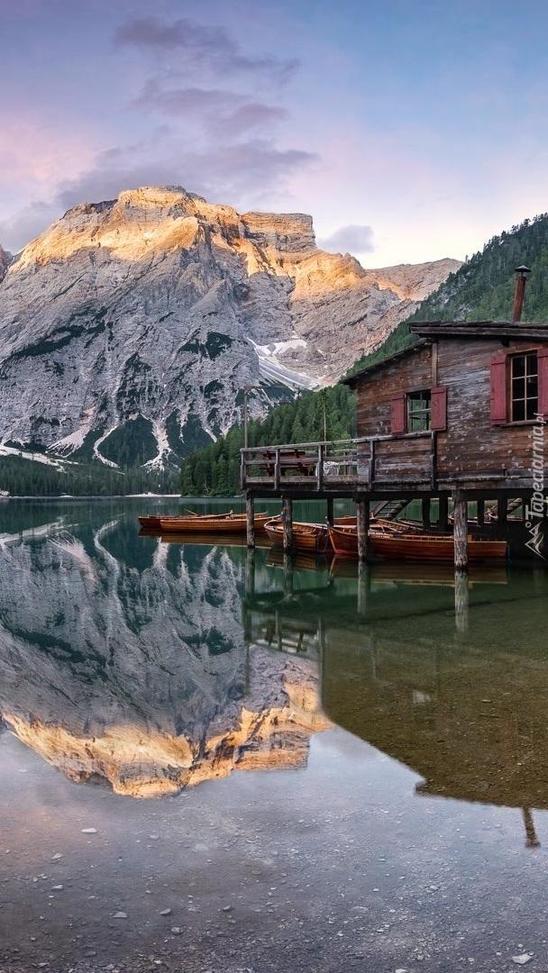 Jezioro Lago di Braies w Dolomitach