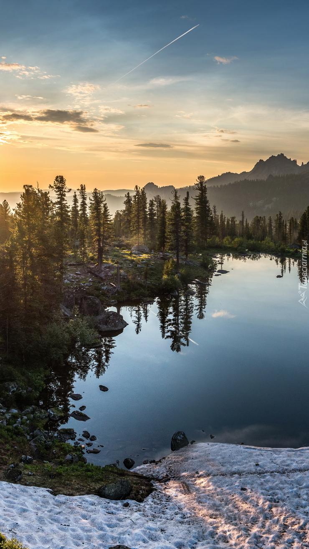Jezioro Lazurnoye na Syberii