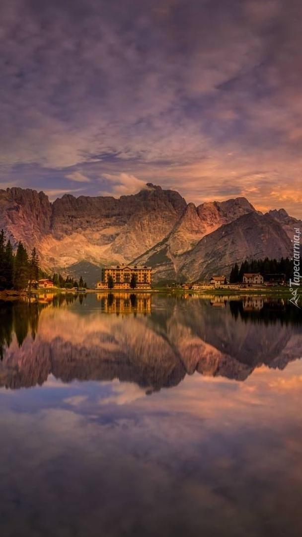 Jezioro Misurina w Dolomitach