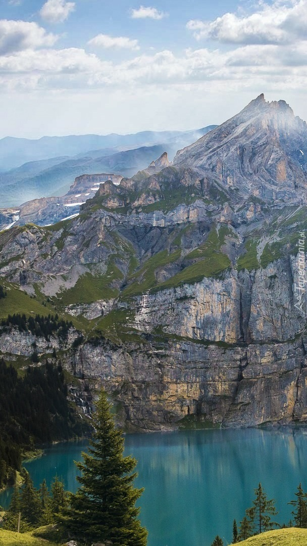 Jezioro Oeschinen i Alpy Berneńskie