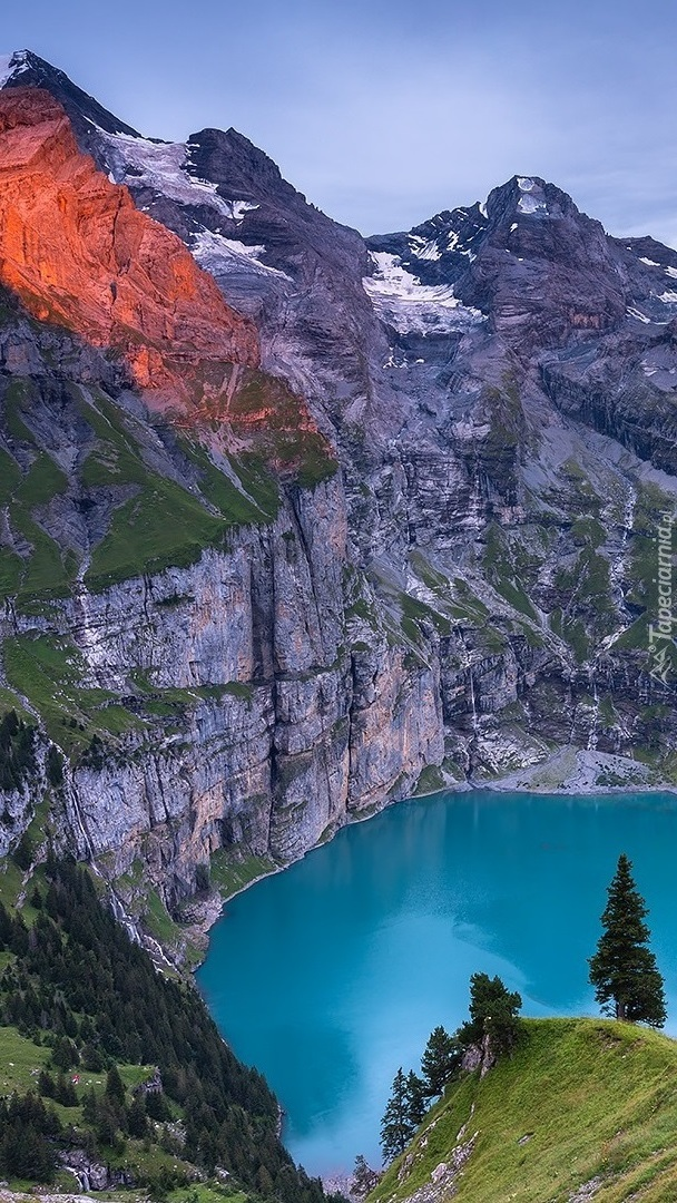 Jezioro Oeschinen w Alpach Berneńskich