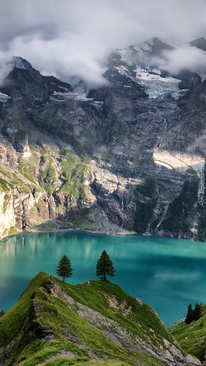 Jezioro Oeschinen w górach