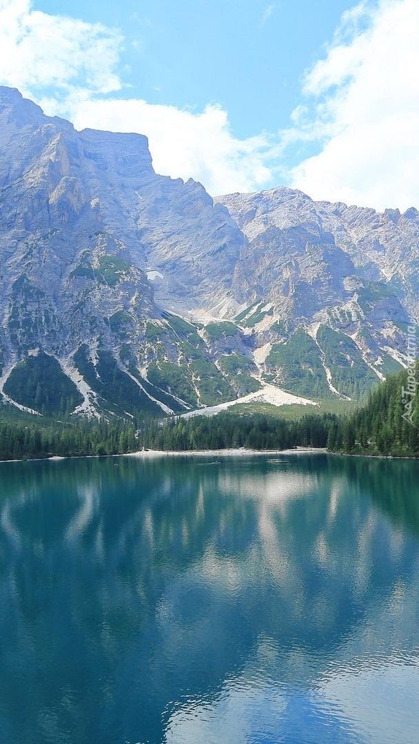 Jezioro Pragser Wildsee w Dolomitach