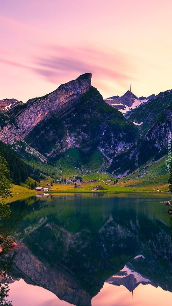Jezioro Seealpsee w Szwajcarii