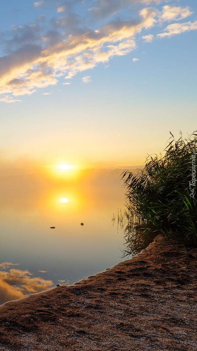 Jezioro Steinberger See o wschodzie słońca