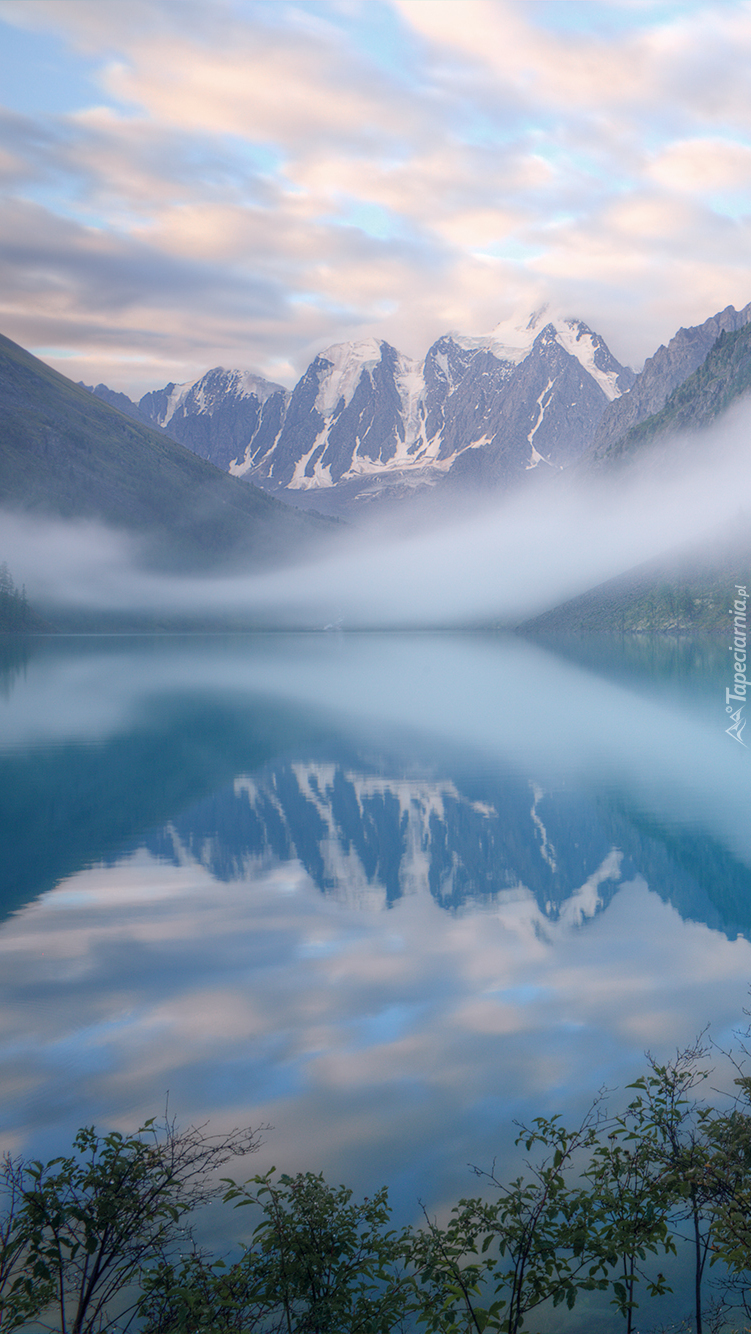 Jezioro Szawlińskie we mgle