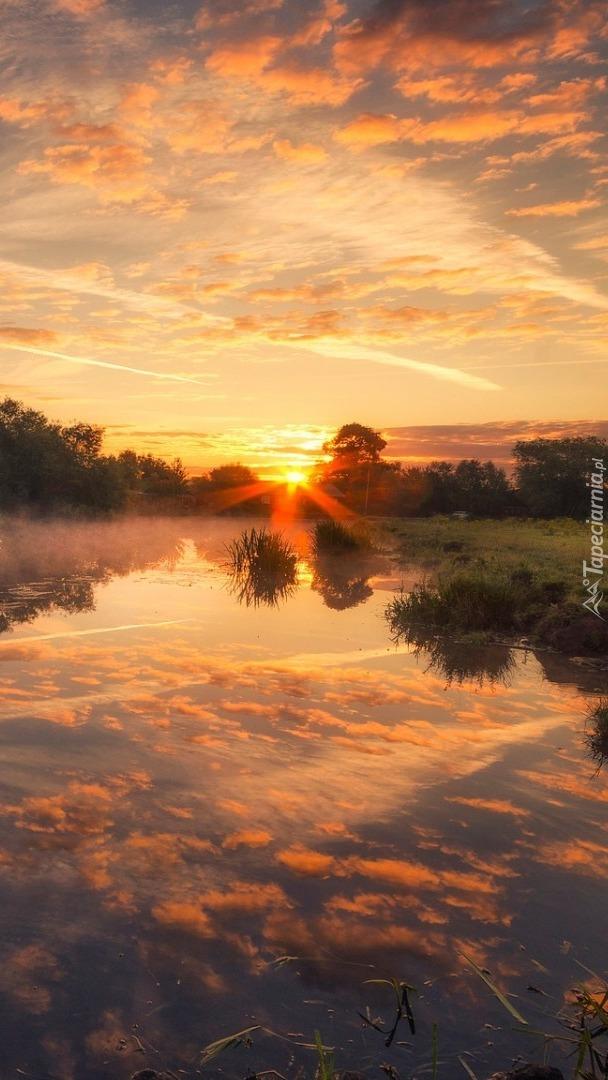 Rzeka w promieniach słońca