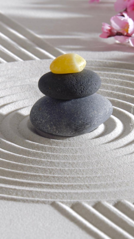 Kamienie i wzory na piasku
