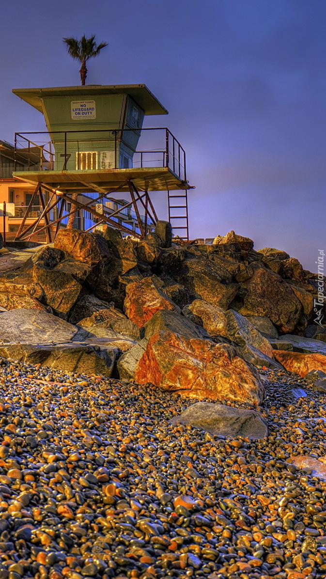 Kamienie nad brzegiem morza