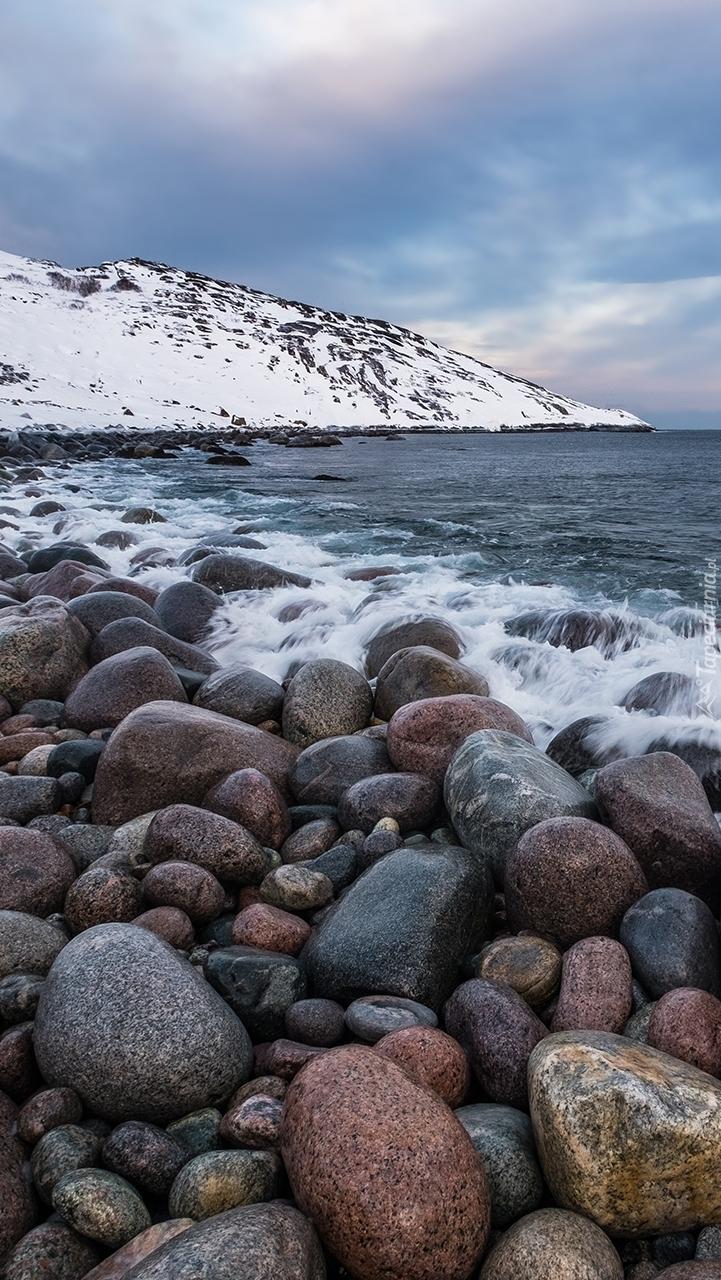 Kamienie nad wodą