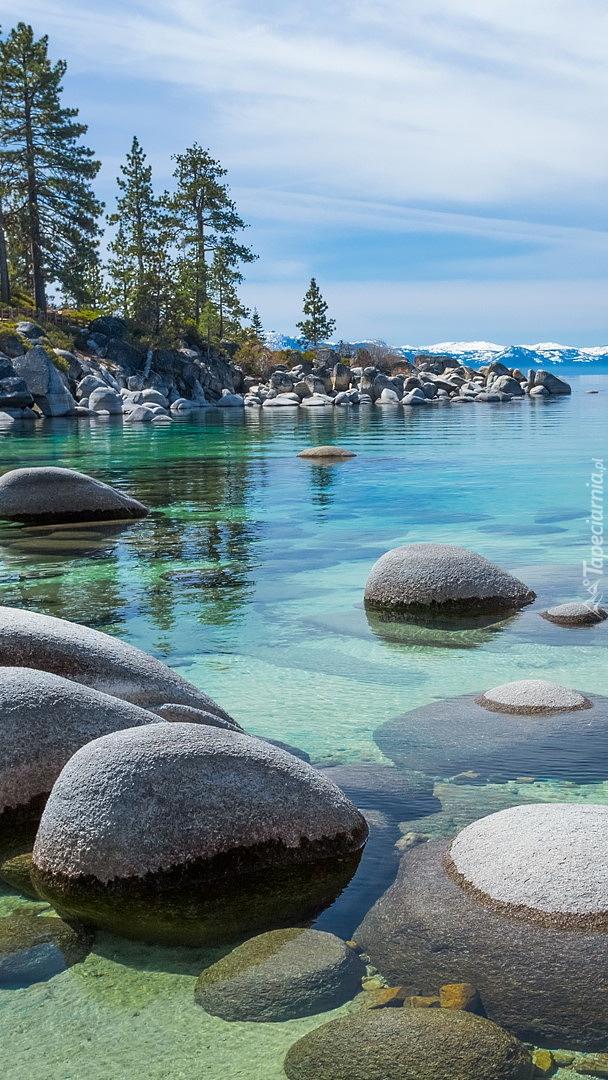 Kamienie w jeziorze Tahoe Lake