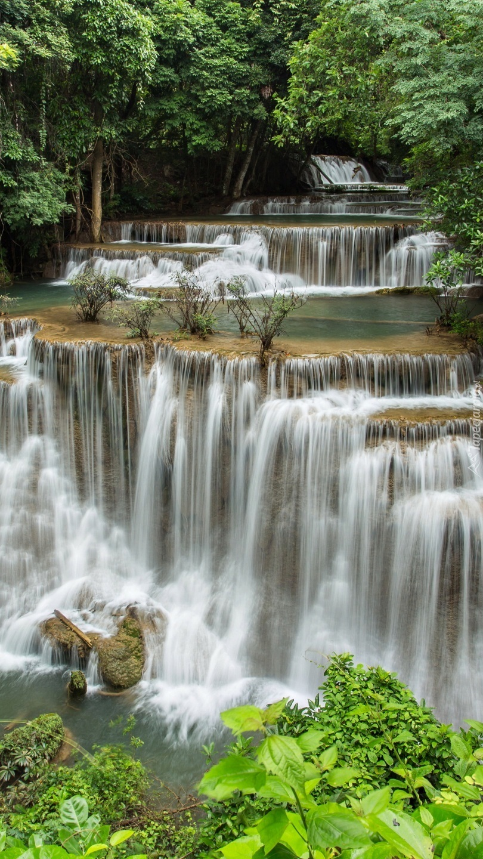Kaskada wodospadu Erawan waterfall