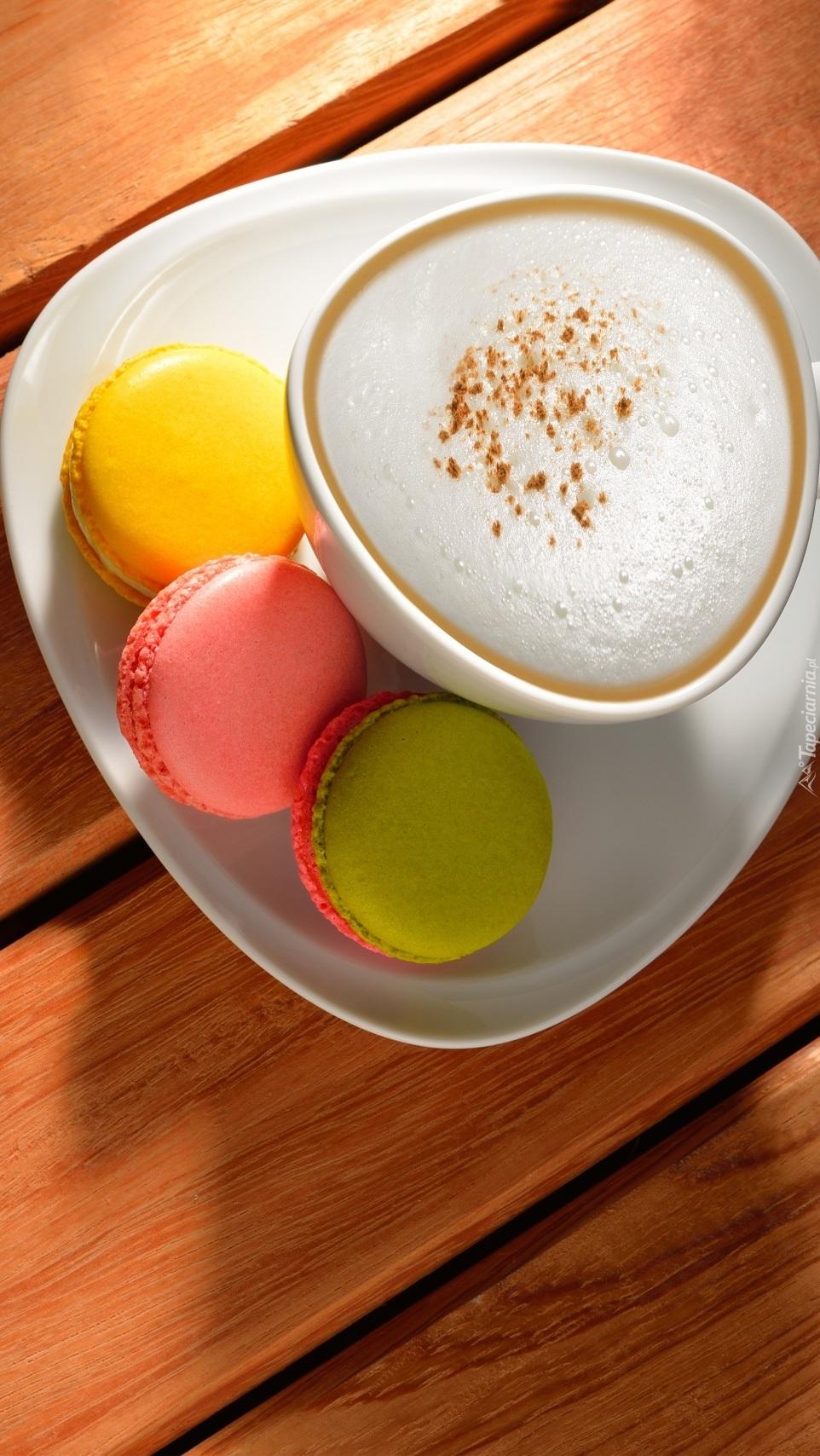 Kawa cappuccino i ciasteczka