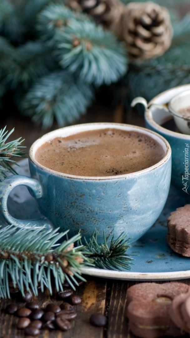 Kawa w niebieskiej filiżance