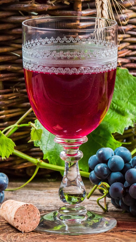 Kieliszek z czerwonym winem