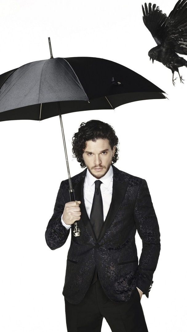 Kit Harington z parasolem