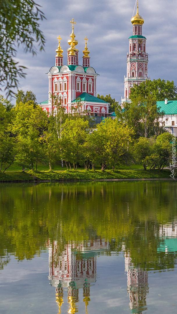 Klasztor Monaster Nowodziewiczy nad rzeką Moskwa