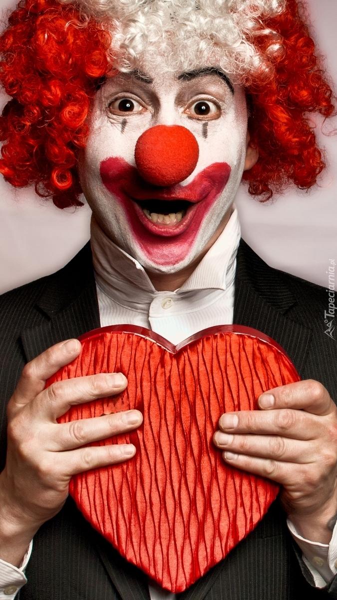 Klaun trzymający serce