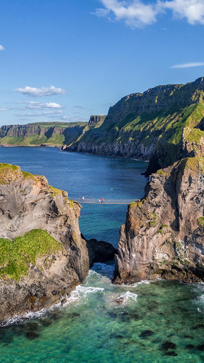 Klify i skały nad morzem
