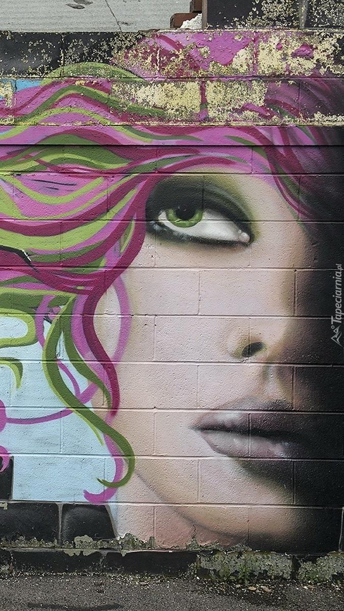 Kobieca twarz w graffiti