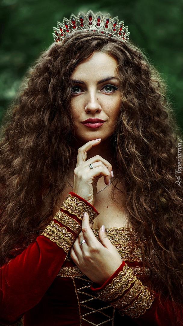 Kobieta w koronie